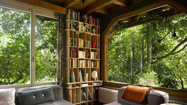 Được ở trong ngôi nhà gỗ bình yên như thế này thì chắc chắn bạn sẽ lãng quên ngay nhà phố hiện đại