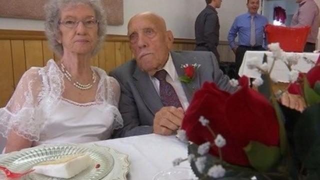 """Trúng """"tiếng sét ái tình"""", chú rể 95 tuổi làm đám cưới với cô dâu kém 14 tuổi"""