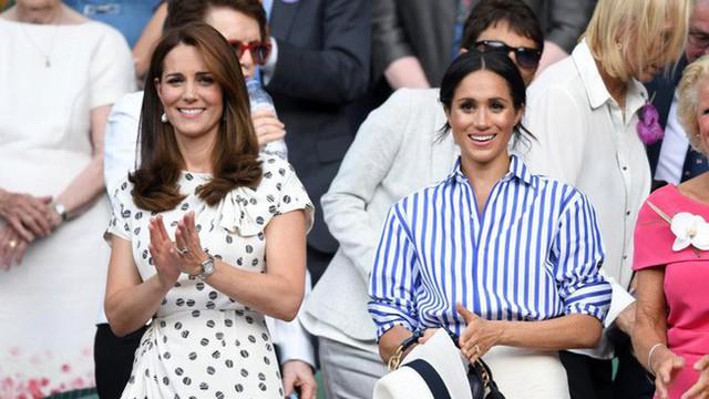 """Hai nàng dâu hoàng gia buộc phải tuân thủ quy tắc """"khó nhằn"""" này ở bất cứ đâu, kể cả khi đứng hay khi ngồi"""
