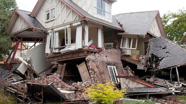 """Bí kíp nhận biết động đất và mẹo thoát thân """"khẩn cấp"""""""
