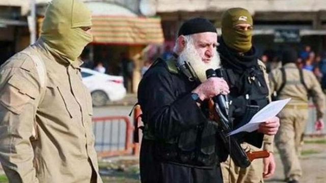 """Abu Omer - """"Đao phủ râu trắng"""" khét tiếng của IS sa lưới"""