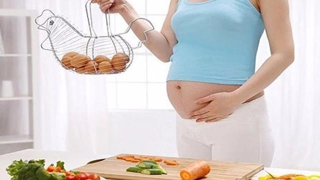Trứng gà, trứng ngỗng: Trứng nào bà bầu nên ăn?