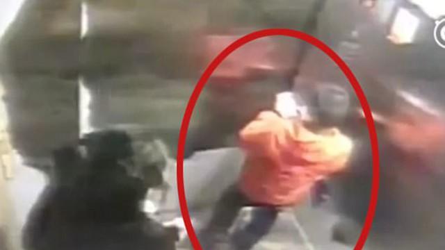 Làm mất điện thoại, cậu bé 9 tuổi bị mẹ dùng gậy gỗ đánh đến chết