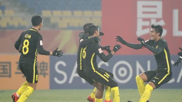 Học triệt để Việt Nam, hóa ra Malaysia đang chơi trò tung hỏa mù?