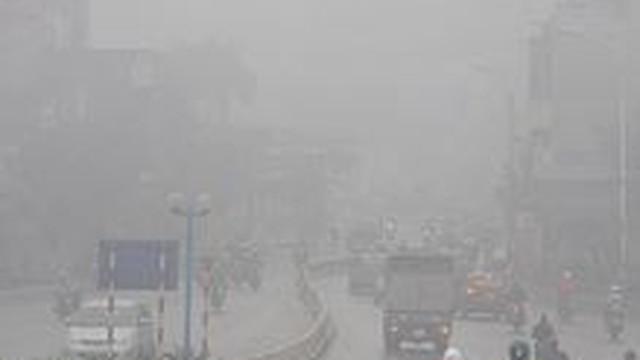 Sương mù, mưa phùn bao trùm Hà Nội