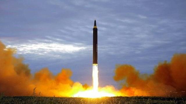 """Mỹ toan tính gì khi """"ra tối hậu thư"""" về quân sự với Triều Tiên?"""