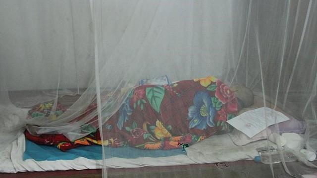 Bị cáo nhiễm HIV xâm hại bé gái không thể đến tòa vì yếu