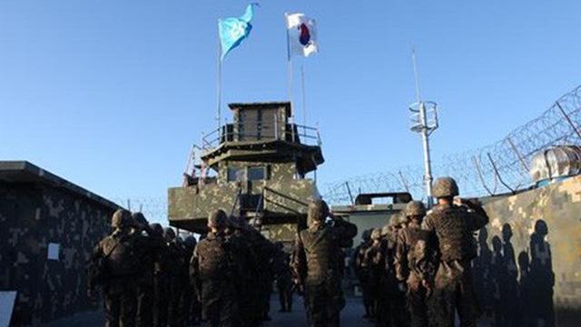 Binh sỹ Hàn-Triều lần đầu vào lãnh thổ của nhau một cách hòa bình