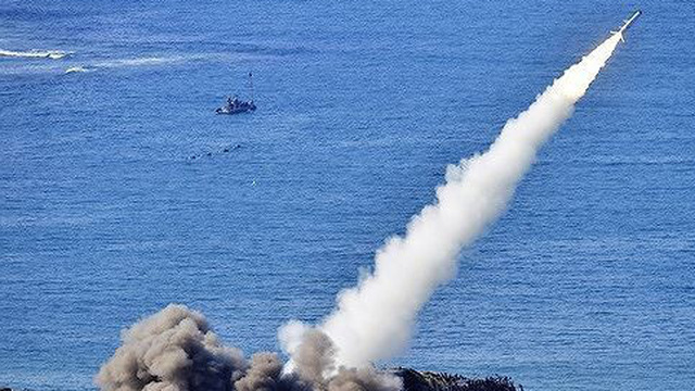 Giữa căng thẳng với Ukraine, Nga tập trận tên lửa tại Crimea