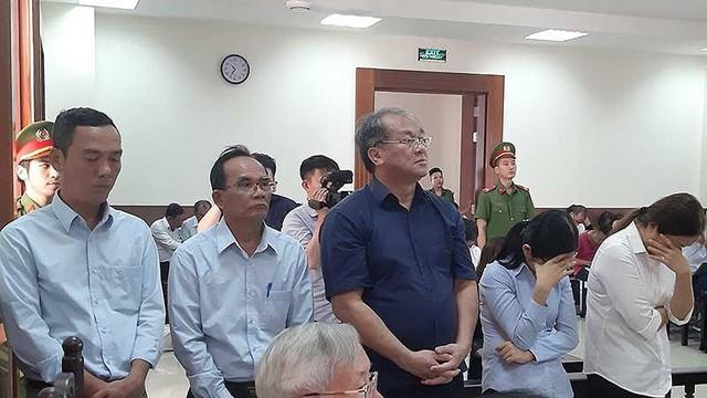 Tranh cãi vụ tòa 'đặc biệt khoan hồng' cho 4 bị cáo