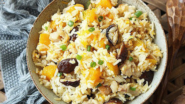Có món cơm trộn này cả nhà ăn ngon và đủ chất mà tôi nhàn biết bao!