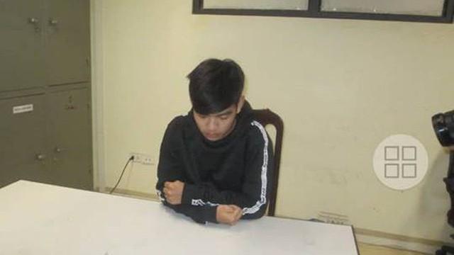Lộ clip nhạy cảm cô gái ở Hà Nội bị nhân viên sửa điện thoại tống tiền