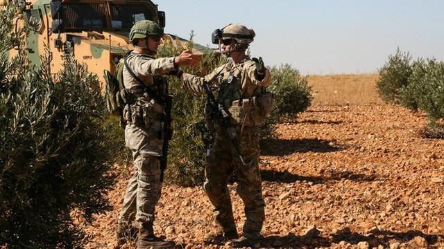 Đồng minh còn đang ngơ ngác, Mỹ đã rốt ráo bỏ Syria: Lô khí tài đầu tiên bí mật lên đường