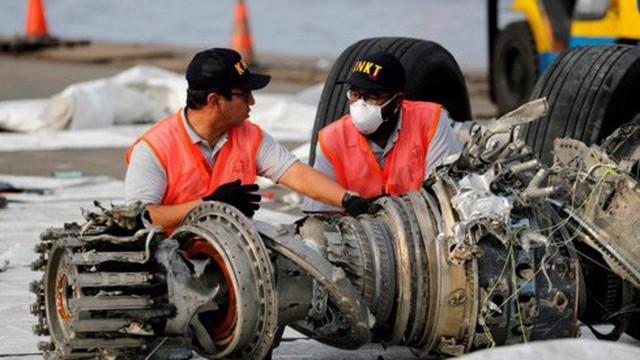 Tìm thấy hộp đen ghi âm buồng lái của máy bay Indonesia rơi xuống biển