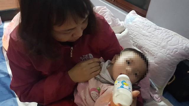 Bé gái 7 tháng tuổi bị bỏ rơi ở chùa với lời nhắn 'sẽ không quay lại'