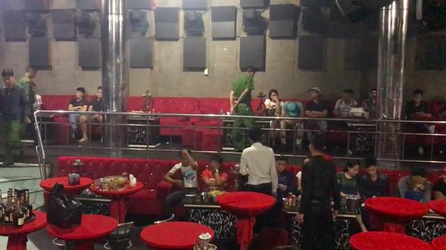 Cảnh sát đột kích bar 162 ở Sài Gòn, phát hiện gần 150 người xăm trổ nghi phê ma túy