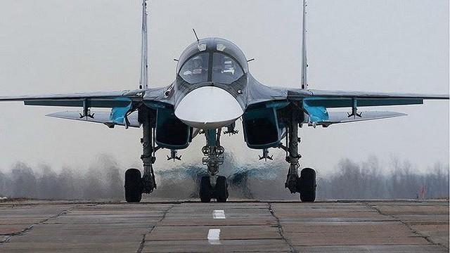 """[ẢNH] Nga ra lệnh đình chỉ bay, 120 chiến đấu cơ Su-34 phải """"nằm đất"""""""