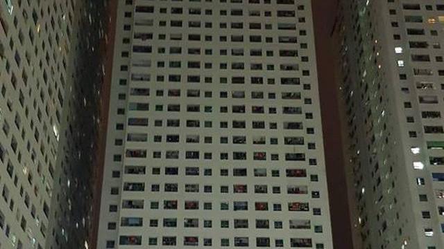 Cháy tầng 15 chung cư HH3A Linh Đàm, cư dân hoảng loạn tháo chạy