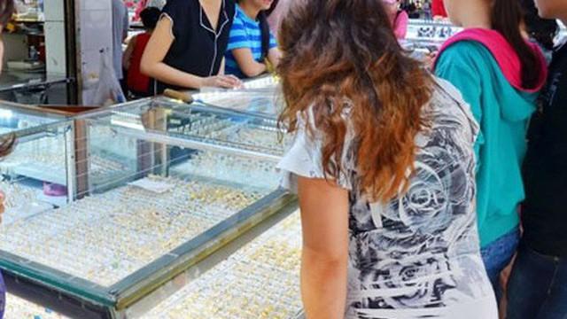 Chen nhau mua vàng nữ trang dịp cuối năm