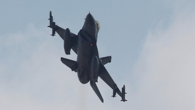 """Mỹ rút lui, Thổ Nhĩ Kỳ chờ cái """"gật đầu"""" từ Nga để """"thừa kế"""" không phận ở Syria?"""