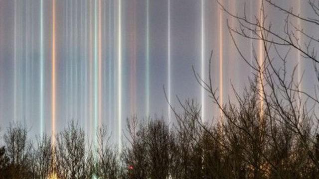 Video cột sáng kỳ bí xuất hiện giữa trời gây xôn xao cộng đồng mạng