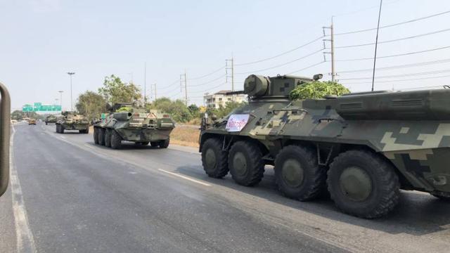 Báo Thái Lan: Xuất hiện đoàn xe bọc thép và tin đồn đảo chính, cảnh sát được điều động khẩn