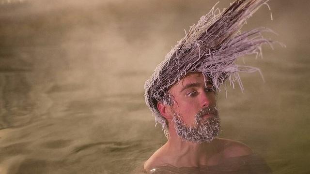 Cuộc thi tóc đóng băng quái dị ở Canada