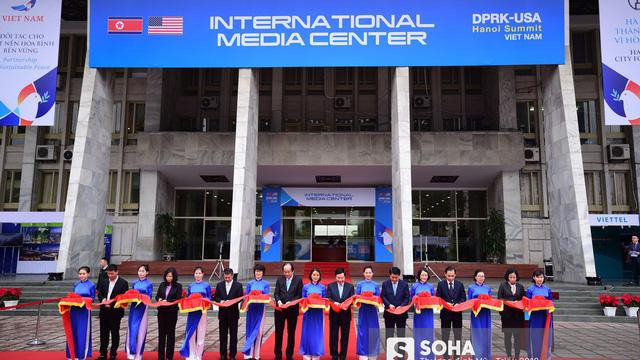 [ẢNH] Khai trương trung tâm báo chí quốc tế phục vụ thượng đỉnh Mỹ-Triều lần 2 tại Hà Nội