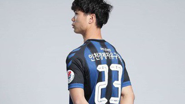"""Fan Hàn Quốc lý giải """"lạ"""" về số áo 23 của Công Phượng tại Incheon United"""