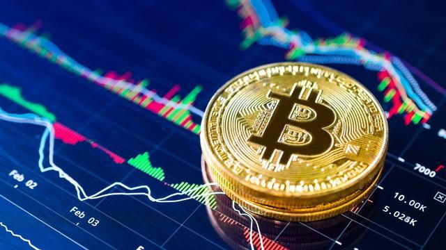 Bitcoin ngừng sụp đổ, vốn hóa nhích tăng 131 tỷ USD