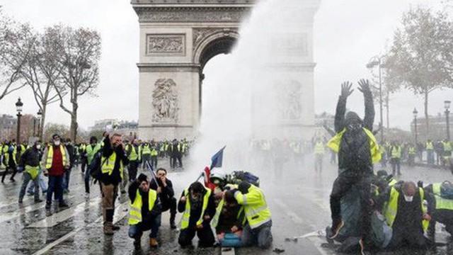 Pháp triệu hồi Đại sứ tại Italy