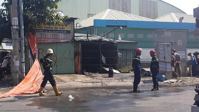 Cháy lớn tại tiệm sửa xe ở Sài Gòn, 4 xe máy cùng tài sản bị thiêu rụi