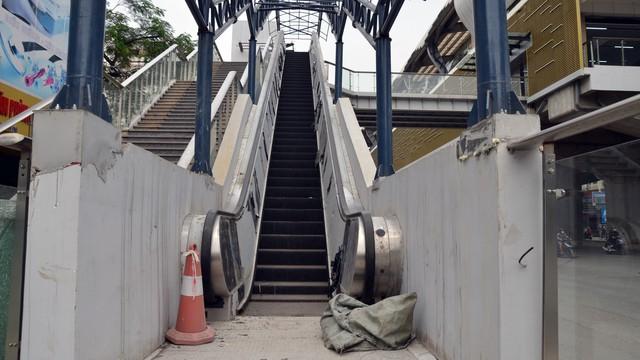 Cận cảnh nhà ga đường sắt Cát Linh – Hà Đông nham nhở, bong tróc, xuống cấp trước ngày vận hành