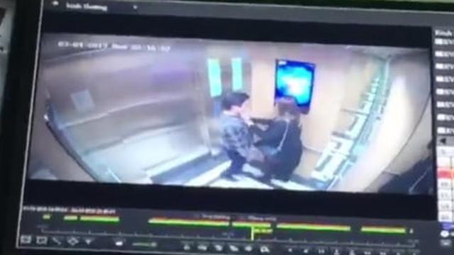 Gã đàn ông ôm hôn cô gái trẻ trong thang máy chung cư nhắn tin xin lỗi