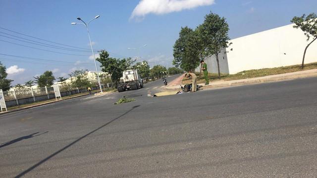 Người đàn ông bị xe container cán chết trên đường đi làm