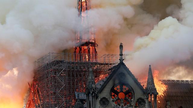 """Cháy Nhà thờ Đức Bà Paris ngay đầu Tuần Thánh, """"một điềm báo chẳng lành"""": Giáo hội Chính thống Nga đau xót!"""
