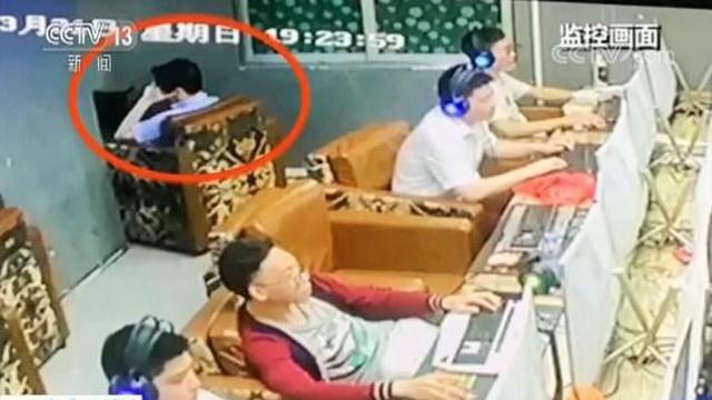 Người đàn ông ngồi 'không nhúc nhích' hơn 50 tiếng ở tiệm cà phê Internet, nhân viên tá hỏa phát hiện sự thật