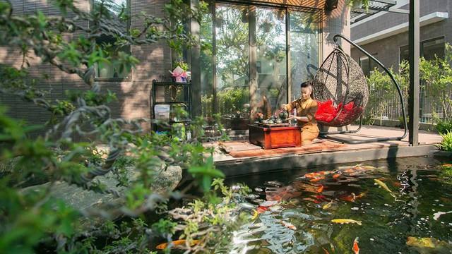 Ngắm biệt thự triệu đô bình yên với khu vườn rực rỡ sắc hoa cùng hồ cá Koi của Nhật Kim Anh giữa lòng Sài Gòn