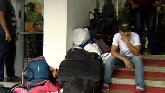 """Quá hạn trả nợ, 65 lính Venezuela đào ngũ bị khách sạn Colombia """"phũ phàng"""" đuổi ra ngoài"""