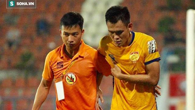 Cựu cầu thủ U23 Việt Nam nghỉ hết lượt đi vì pha vào bóng thô bạo của ngoại binh Hải Phòng
