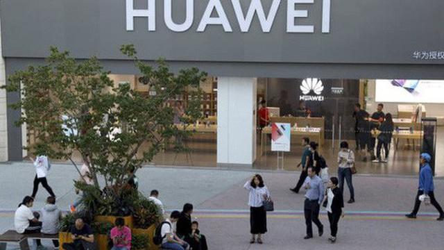 Lo ngại tác động khủng khiếp, Mỹ nới thòng lọng cho Huawei