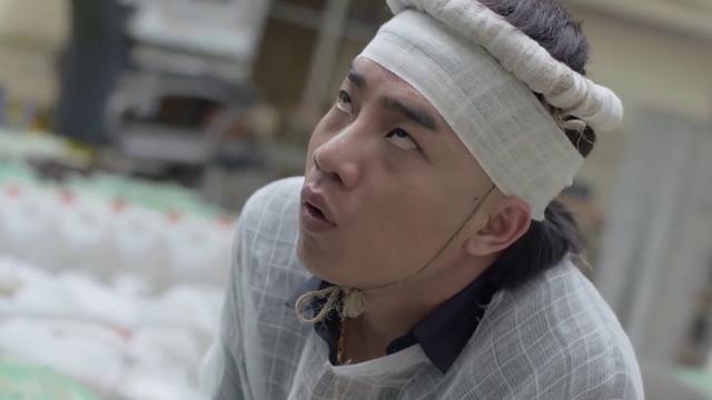 """""""Em trai"""" khác mẹ của Hoàng Thùy Linh: Cảnh ngáo đá, tôi ngốn của đoàn phim hơn 30 triệu đồng"""