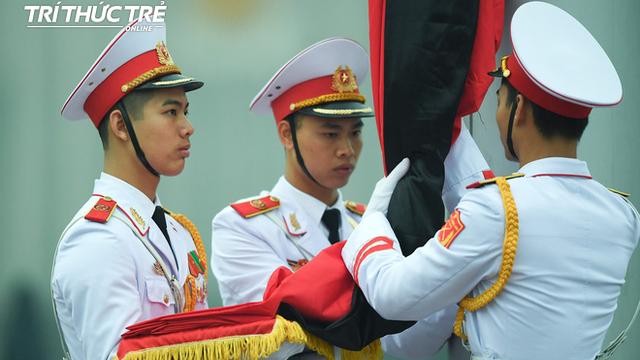 [ẢNH] Lễ thượng cờ rủ Quốc tang cố Chủ tịch nước Lê Đức Anh trong mưa