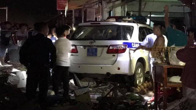 Người dân nói Thiếu úy CSGT giơ tiền và đuổi những người đứng gần xe công vụ sau khi tông chết người