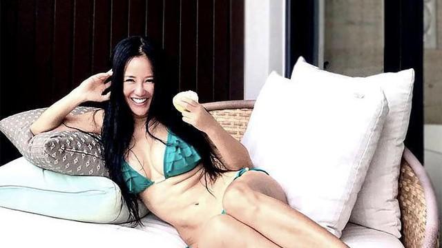 Diva Hồng Nhung khoe ảnh bikini nóng bỏng ở tuổi U50 gây ngỡ ngàng