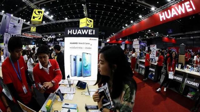 """Huawei tung """"độc chiêu"""" đáp trả khi bị các ông lớn nghỉ chơi"""