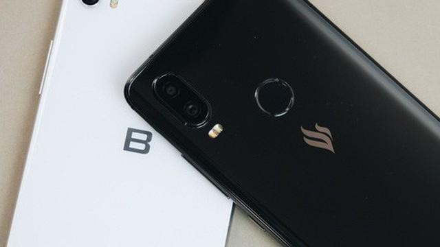 So sánh Vsmart Active 1 và Bphone 3: Smartphone Việt nào đáng mua hơn?