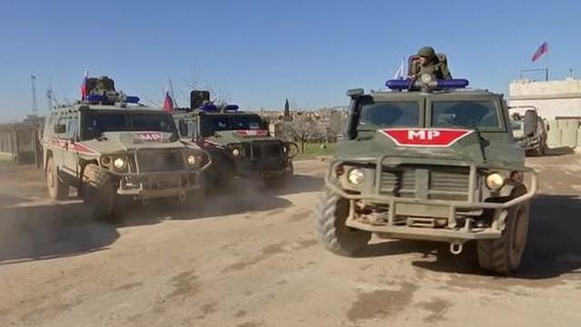 """Xem quân đội Nga ở Syria """"quần thảo"""" dọc biên giới Thổ Nhĩ Kỳ"""