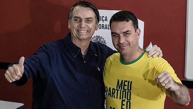 """Tân Tổng thống Brazil bị con trai là Thượng Nghị sĩ Flávio Bolsonaro """"đưa vào thế khó"""""""