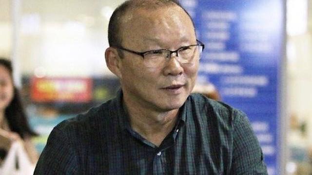 HLV Park Hang Seo nên dẫn dắt tuyển Việt Nam hay U22 Việt Nam?